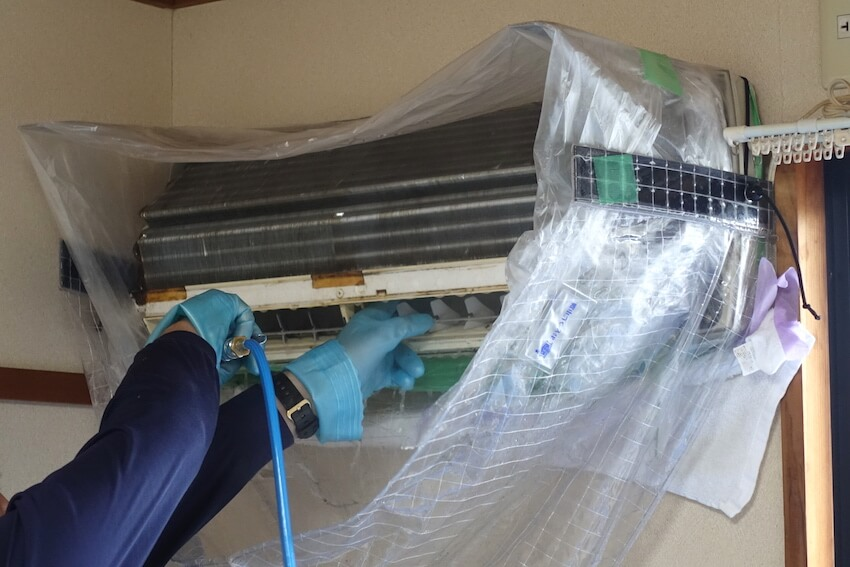おそうじ本舗のエアコン高圧洗浄内部
