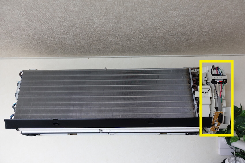 6-1.エアコン電装部にスプレーをかけない